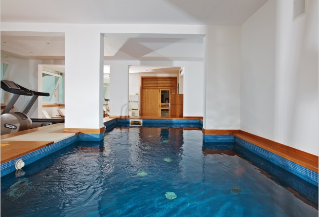 Gym with a heated hydrotherapy pool