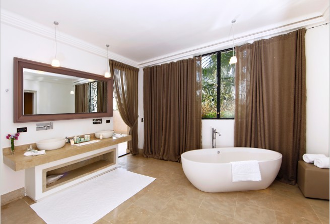 Lounge suite bathroom
