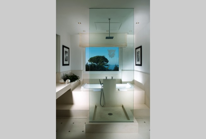 Mondrian Suite bathroom