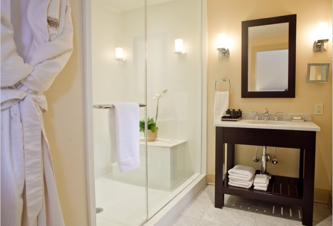 Gables Suite bathroom