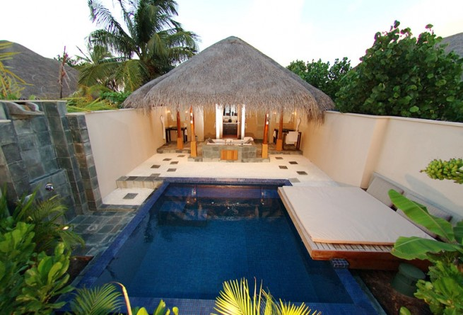 Deluxe Beach Bungalow pool