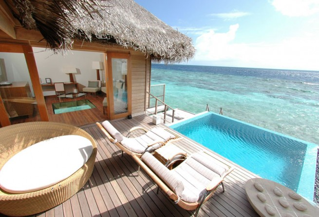 Lagoon Bungalow pool