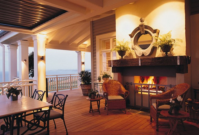 Outside dining with fireplace