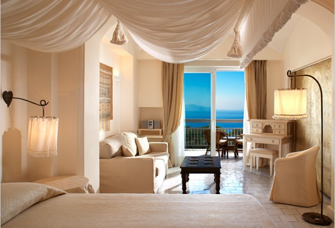 Deluxe Double Sea Side bedroom