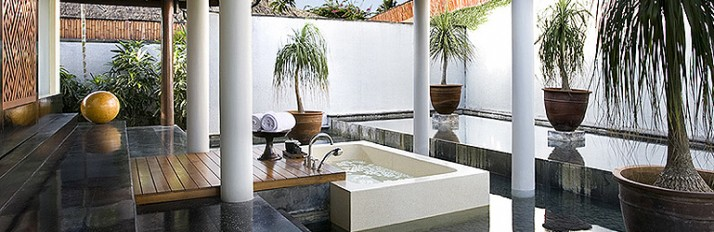 0000044350_Header22-Outdoor-Bathtub-0