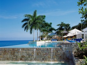 6 nights and pay for 5 - Free night plus resort credit