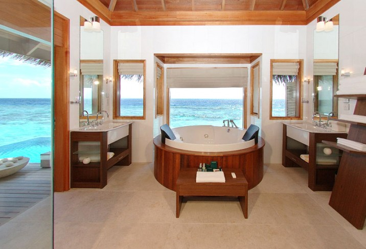 Mr & Mrs Smith - Ocean Bungalow bathroom