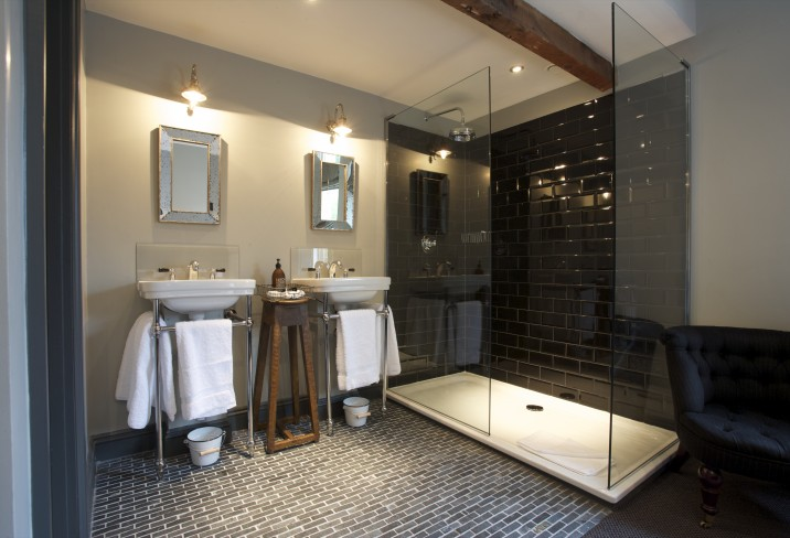 Mr & Mrs Smith - Very Good Room bathroom (Room 6)