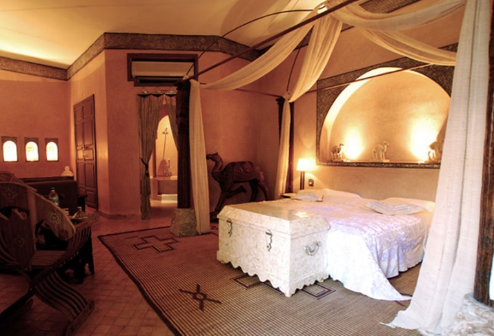 Mr & Mrs Smith - Camel Suite bedroom