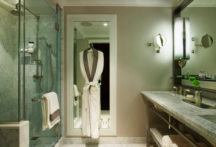 Mr &amp; Mrs Smith - Grand Deluxe Salon bathroom