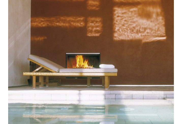 Mr & Mrs Smith - Fireplace at the pool