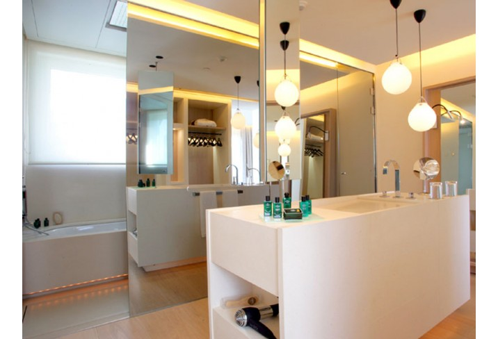 Mr & Mrs Smith - Attic bathroom