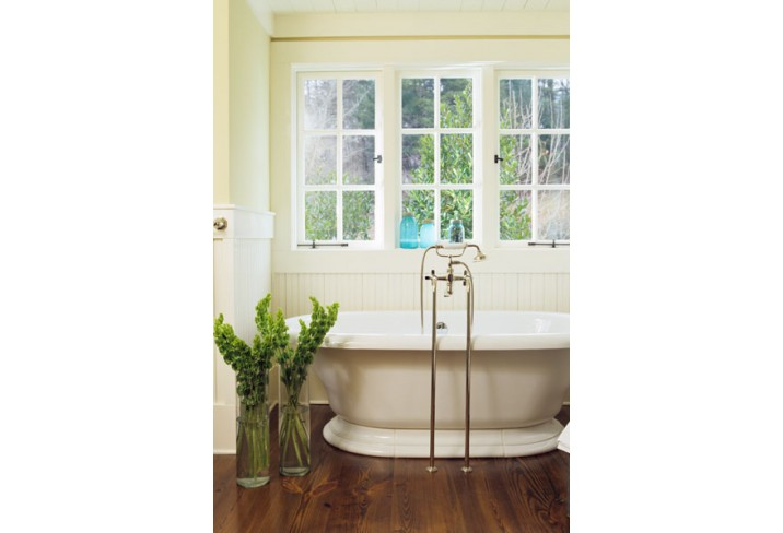 Mr & Mrs Smith - Family Farmhouse bathroom