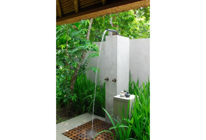 Mr & Mrs Smith - Outdoor shower