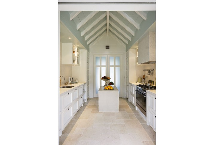 Mr & Mrs Smith - Alan Pye Cottage kitchen