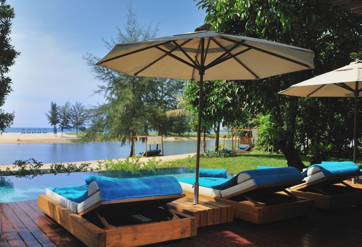 Mr &amp; Mrs Smith - Grand Ocean Villa deck and pool