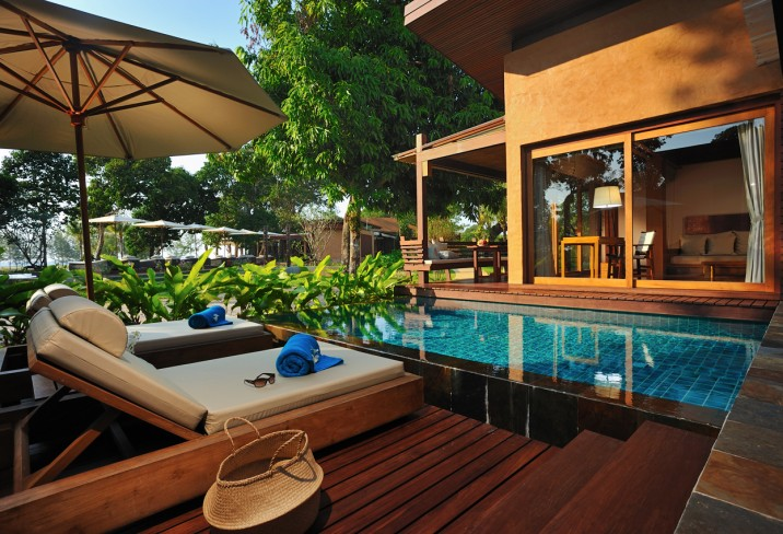 Mr &amp; Mrs Smith - Pool Villa deck and pool