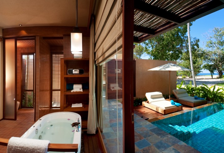Mr &amp; Mrs Smith - Pool Villa bathroom and pool